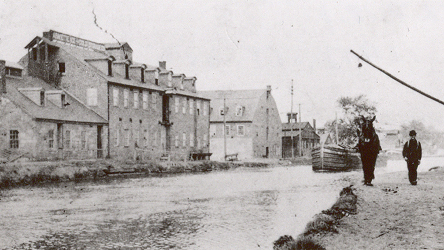 The businesses along Abbott St. were right against the canal for easy access.