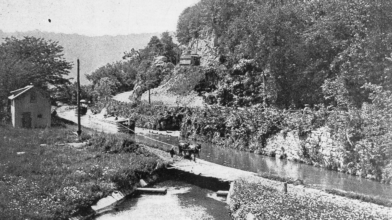 This picture shows the progress of time as the canal is still being used at the same time as the railroad.