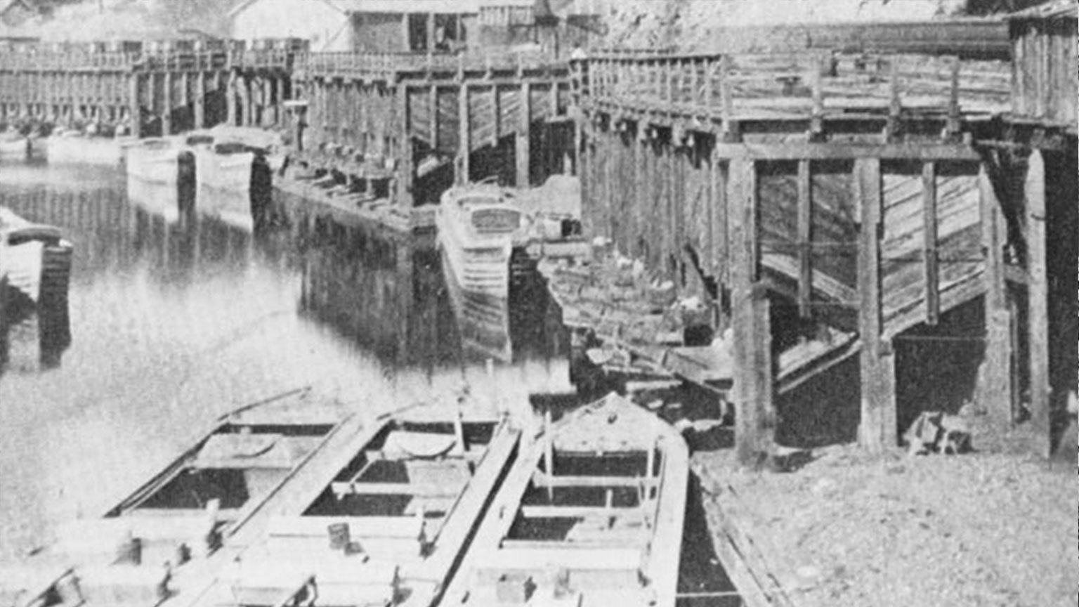 Boats are lined up to catch the coal as it is loaded onto the boats.