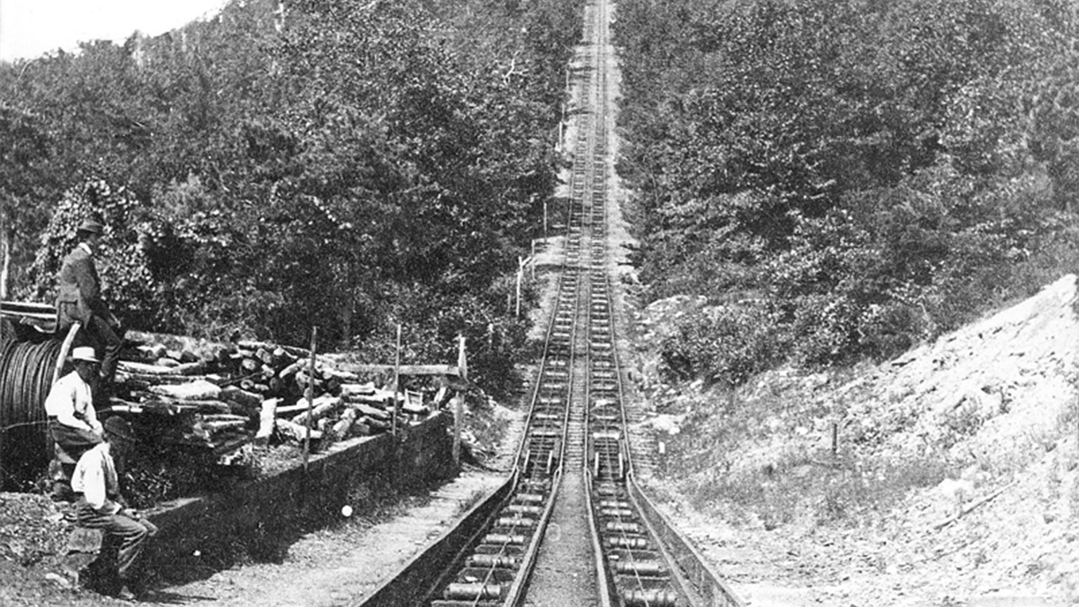 This is a great picture to see the steep climb the railroad cars had to make.
